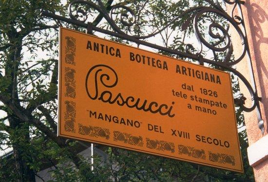 Gambettola, Italy: Insegna della bottega posta all'ingresso