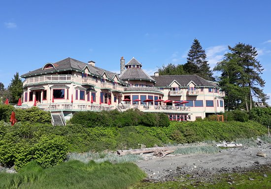 The main building, Painter's Lodge.