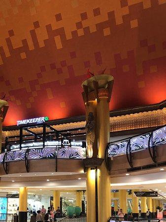 Sunway Pyramid Shopping Mall: The interior..
