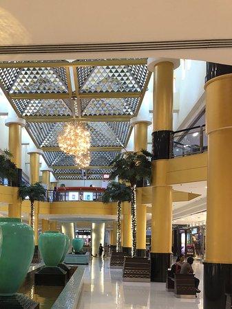Sunway Pyramid Shopping Mall: Beautiful corridor..