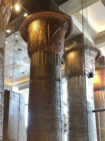 Sunway Pyramid Shopping Mall: Elegant beams..
