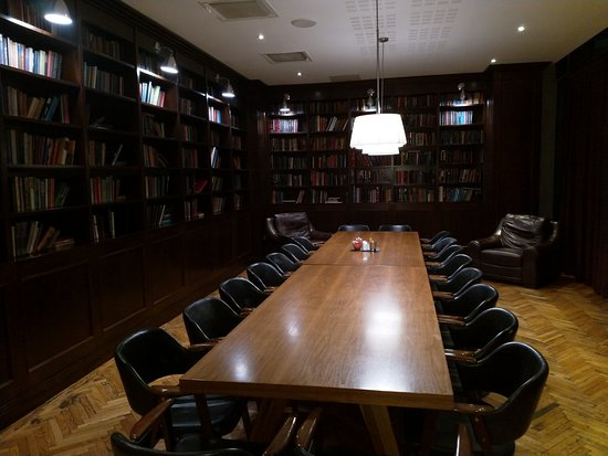 Clayton Hotel Leopardstown: library
