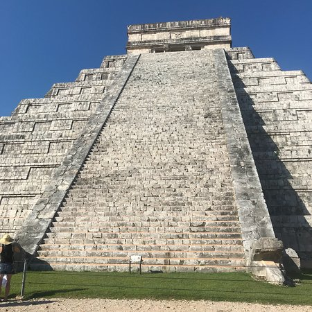 Exclusive: Early Access to Chichen Itza with a Private Archaeologist ภาพถ่าย