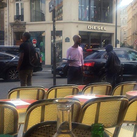 restaurant cafe etienne marcel dans paris avec cuisine fran aise. Black Bedroom Furniture Sets. Home Design Ideas
