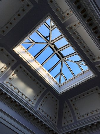 The Belhaven Hotel: wonderful skylight in the stairwell