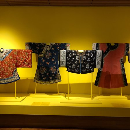 Süney Avustralya Sanat Galerisi: Beautiful Chinese textiles - just some of the treasures at the AGSA