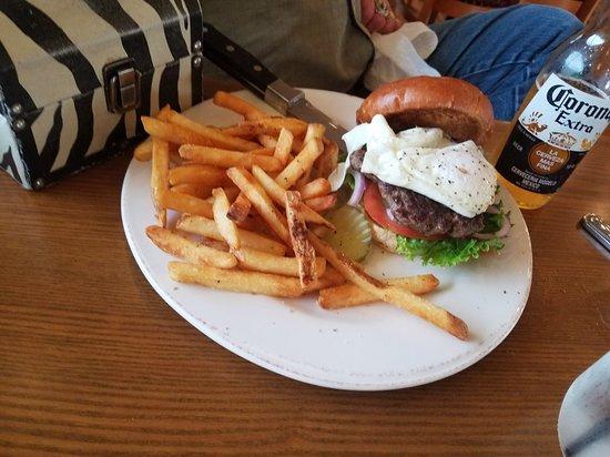 Woodbury, TN: Organic fried egg burger