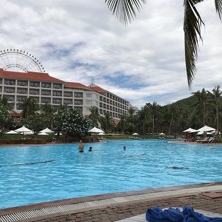 Vinpearl Resort Nha Trang : Бассейн детям очень нравится
