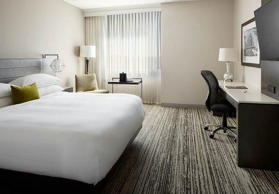 Cincinnati Airport Marriott: Guest room