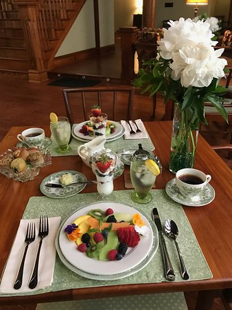 Clifton Heights Inn: Fresh Fruit Plate