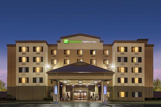 Holiday Inn Express Coralville: Exterior