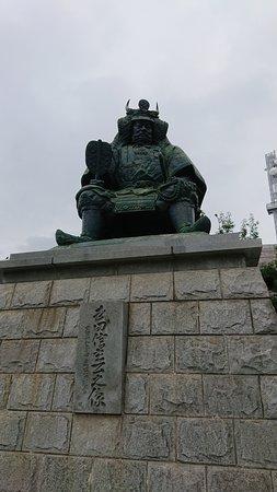 Takeda Shingen Statue: 駅前すぐにあります。