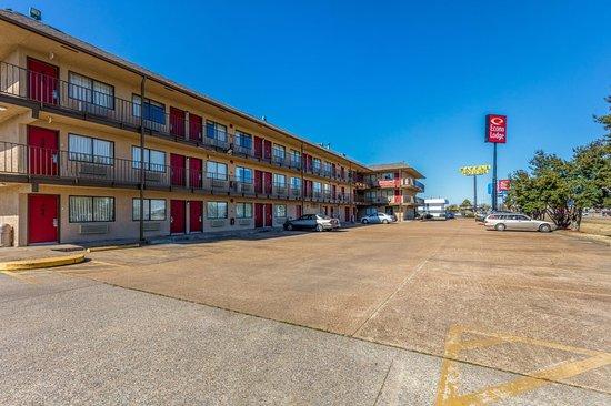 West Memphis, AR: Exterior