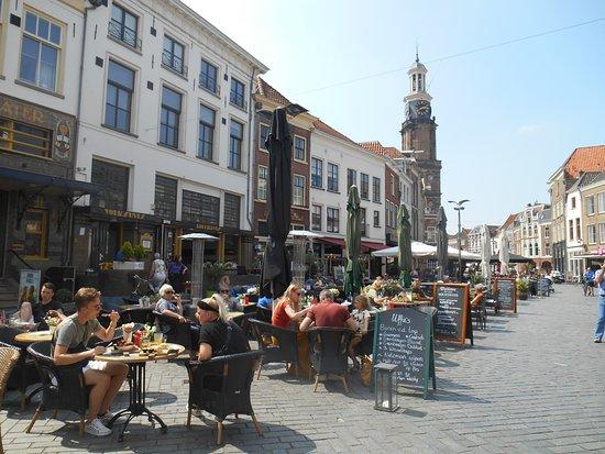Whisperboat Zutphen: Zutphen market square with many cafes.