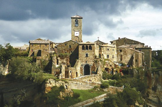 LIVING THE DYING CITY: CIVITA DI...