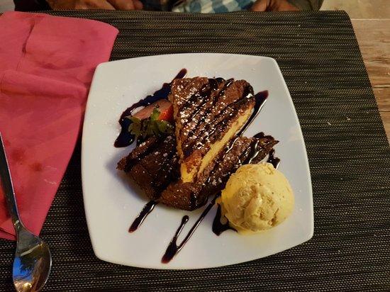 Sollies-Pont, France : Petit coin à découvrir. Cuisine raffinée avec une cuisinière qui éveille nos papilles .