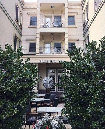 Blue Bay Inn: Exterior