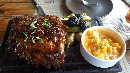 Quan Ut Ut - Vo Van Kiet: Half rack of pork ribs, pickles, mac & cheese