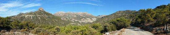 Ferma, اليونان: Дорога на водопад