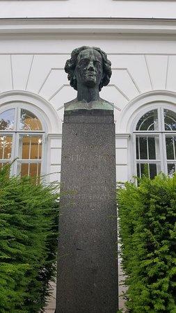 Denkmal Adam Reichsfreiherr von Burg