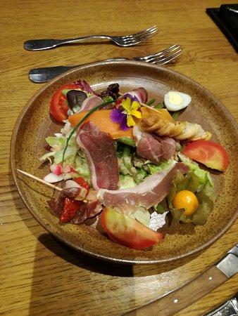 Le Chuchal : Entrée : Salade Buissoniére au Magret d'Agneau Bourbonnais
