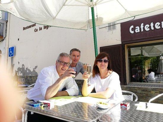Canyelles, Hiszpania: Disfrutando de un maravilloso desayuno en una inmejorable compañia