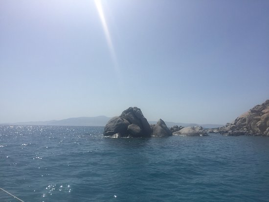 纳克索斯和小基克拉泽斯附近的双体船游轮照片