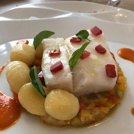 La Table by Richard Mebkhout: Glace Papilla,pavé de cabillaud et légumes méditerranéens ;crème de petits pois,Ricotta et chips