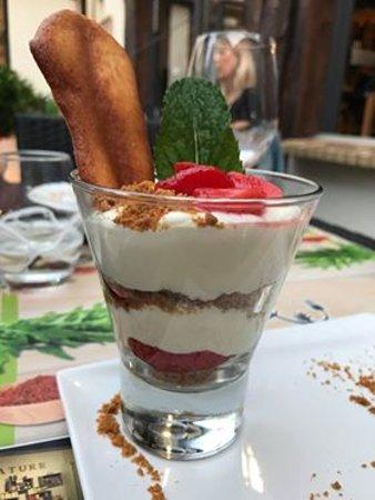 Un Gout de Nature: Crème mascarpone à la vanille, fraise et menthe poivrée