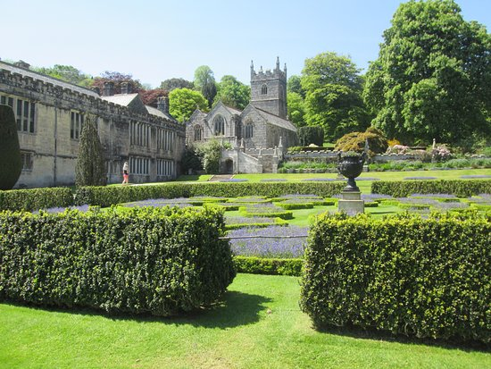 Lanhydrock House and Garden : Looking towards the church