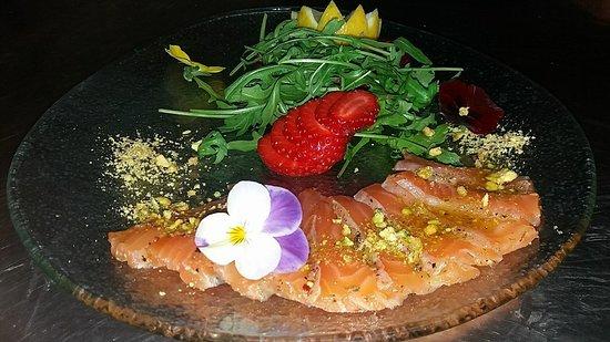 Il Kartell Restaurant: Marinated Salmon