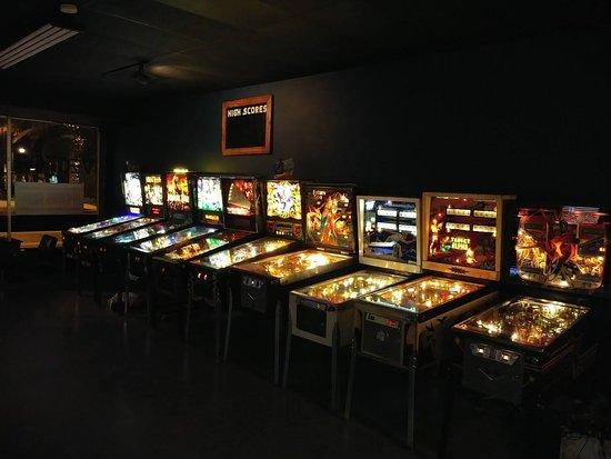 Vector Bar & Arcade