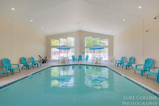 Somerset Inn & Suites: Indoor Pool