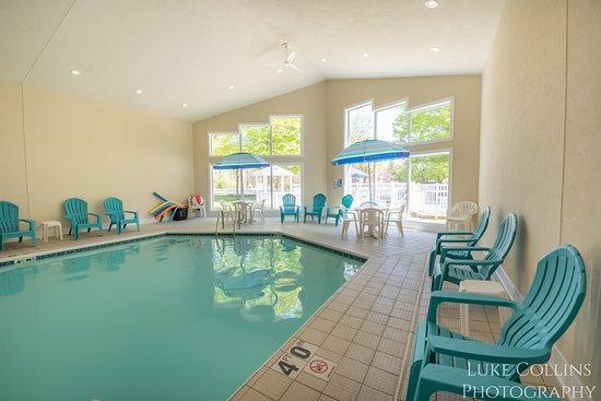 Somerset Inn & Suites: Indoor Pool Area
