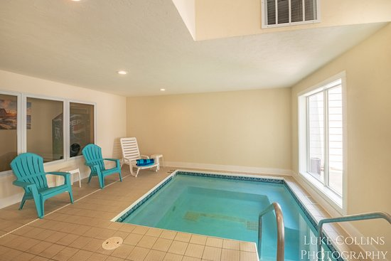 Somerset Inn & Suites: Hot Tub