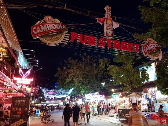 Pub Street: night time 1