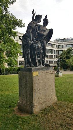 """Skulptur """"Die Treue der österreichischen Nation"""""""