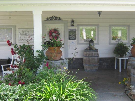 Laurel Gray Vineyard & Winery: Front door of tasting room.