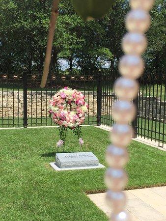 Mrs Bush Gravesite Picture Of George Bush Presidential Library