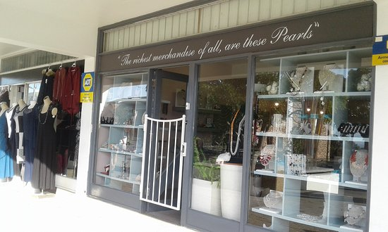 The Pearl Lady: Window full of beautiful pearl jewellery