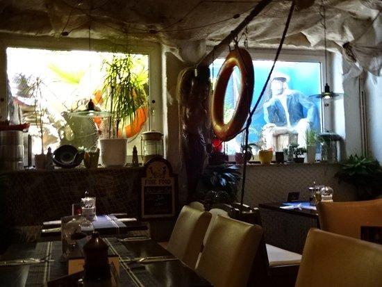 Wittduen, Niemcy: Foto zeigt die Lichtschächte, Lokal liegt im Keller.
