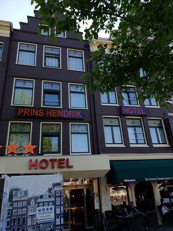 Hotel Prins Hendrik: Entrance.