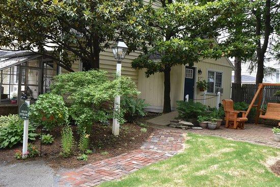 Willow Street, Pensilvanya: Walkway to McIntosh Room
