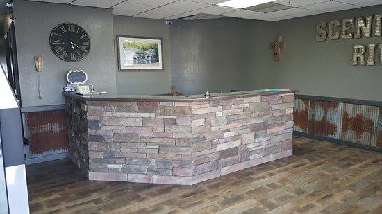 Ellington, MO: Front Desk Area