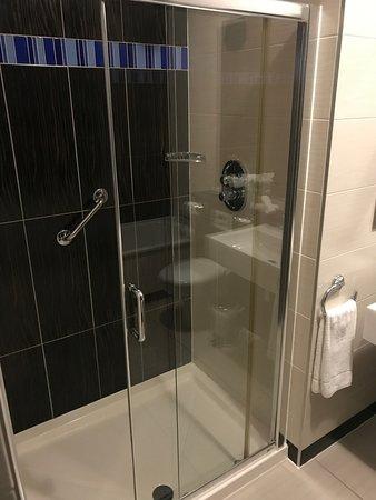 Crowne Plaza Dublin - Blanchardstown: The shower