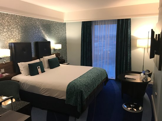 Crowne Plaza Dublin - Blanchardstown: the room, single with king size bed