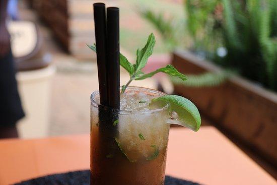 Tuuti's Restaurant: We serve cocktails