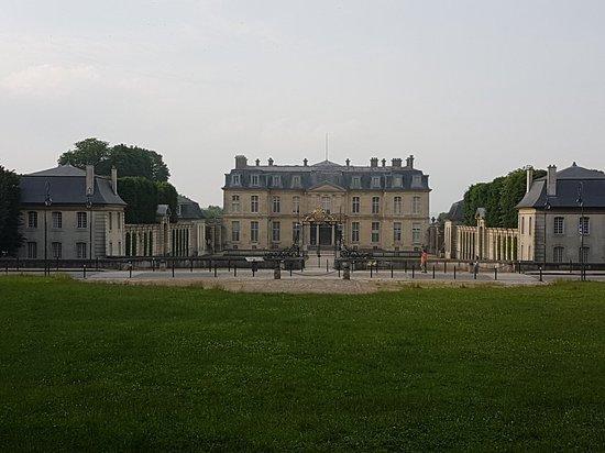 Champs-sur-Marne, France: 20180609_195948_large.jpg