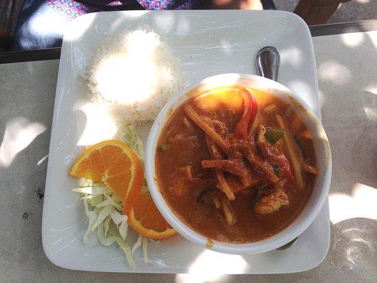 Benjarong Thai: Red curry
