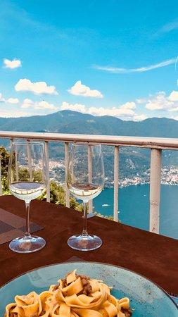 Brunate, Italie : Tagliatelle al ragù d'anatra e agrumi, vino bianco della casa e il panorama più bello del mondo